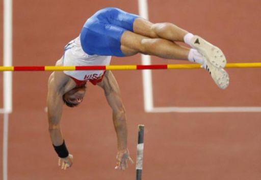 الروسي لوكيانينكو يتوج بذهبية القفز بالزانة في بطولة التحدي