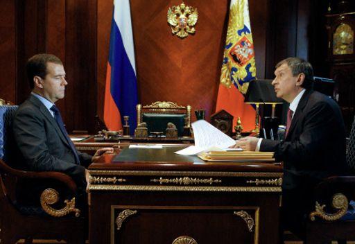 الرئيس الروسي دميتري مدفيديف مع ايغور سيتشين نائب رئيس الوزراء