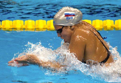 الروسية يوليا يفيموفا تفوز بالمدالية الفضية في سباق 50 م سباحة على الصدر في شنغهاي
