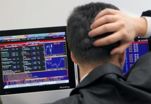 انخفاض ملحوظ لمؤشرات البورصات الروسية وتراجع سعر الروبل بالنسبة لليورو والدولار