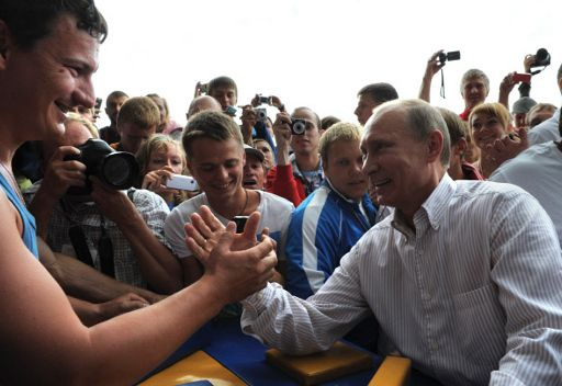 بوتين يصف العمل مع مدفيديف بأداة تحكم فعالة