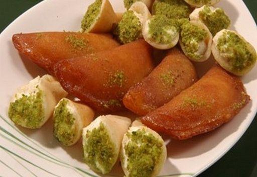 حلوى القطائف.. فاكهة شهر رمضان في غزة