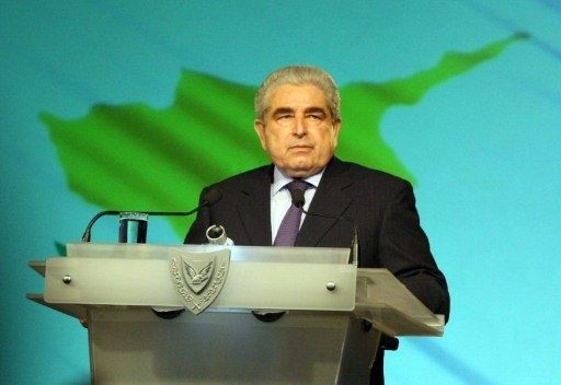 الرئيس القبرصي يعين حكومة جديدة في سعيه الى تهدئة الرأي العام