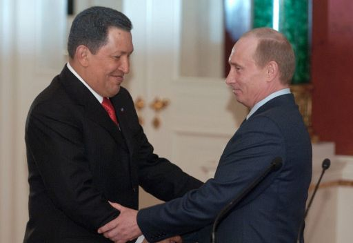 فلاديمير بوتين يناقش التعاون التجاري والاقتصادي بين روسيا وفنزويلا مع هوغو شافيز هاتفيا