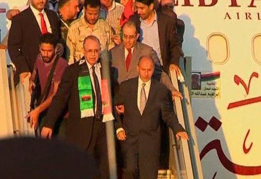 رئيس المجلس الوطني الانتقالي الليبي يصل بزيارة مؤقتة إلى طرابلس