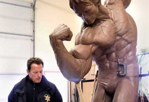 شوارزنيغر يخلد شخصيته في تماثيل برونزية