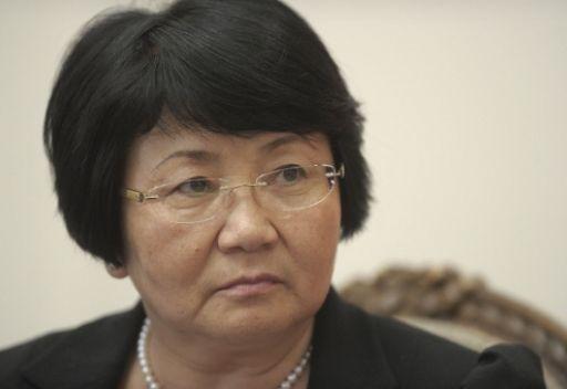 الرئيسة القرغيزية ترفض احتمال اقامة مشاريع عسكرية امريكية في الجمهورية