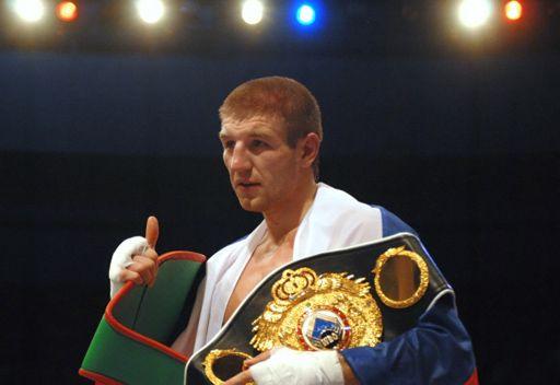 الملاكم الروسي بيروغ  يحتفظ بلقبه بطلاً للعالم