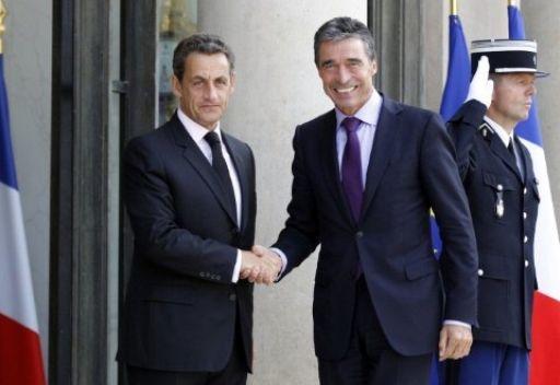 ساركوزي يشيد بعملية الناتو في ليبيا ويدعو الى توسيع التعاون العسكري مع روسيا