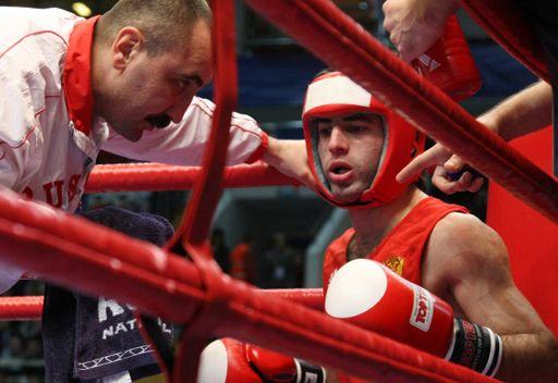 الملاكم الروسي ألويان يبلغ نصف نهائي كأس العالم