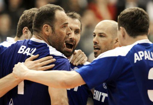 زينيت الروسي يخفق في تجاوز عقبة ياسترزبسكي البولندي في كرة الطائرة