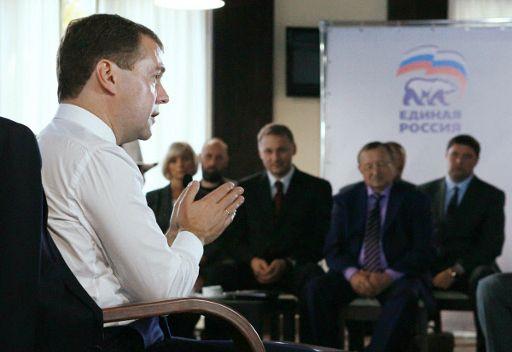 مدفيديف: المناخ الاستثماري في روسيا بحاجة الى تحسينات جذرية