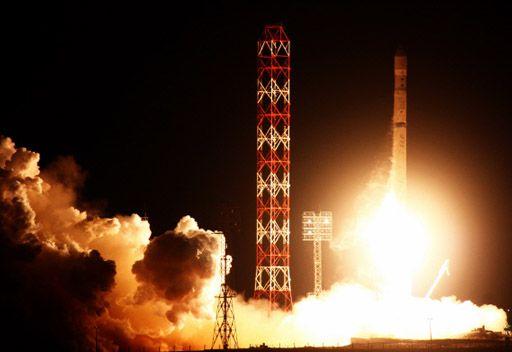 اطلاق صاروخ روسي يحمل قمر اتصالات امريكي الى الفضاء