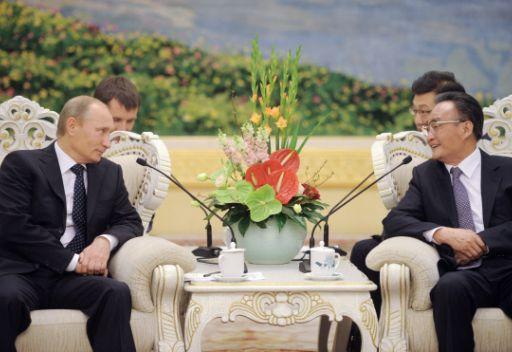 فلاديمير بوتين يناقش العلاقات الثنائية مع هو جين تاو