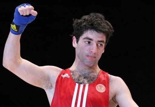 الملاكم الروسي ألويان يبلغ نهائي كأس العالم
