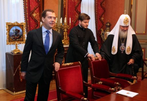 الرئيس الروسي يهنئ بطريرك موسكو وسائر روسيا كيريل بعيد ميلاده الـ 65