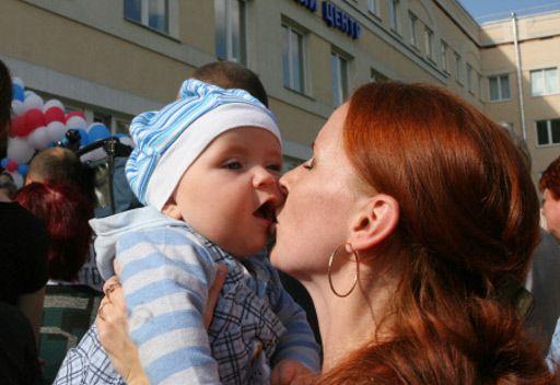 عيد الأم الروسية يذكر بانجازاتها