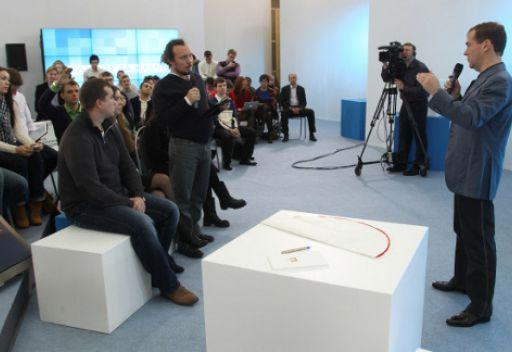 لقاء الرئيس الروسي دميتري مدفيديف مع ممثلي جمعيات الانترنت بموسكو