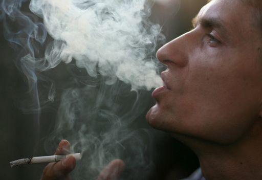 علماء بصدد منع التدخين في جميع السيارات
