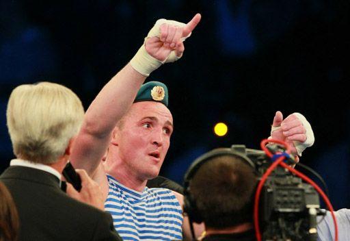 الملاكم الروسي ليبيدييف يطفيء الأنوار على الأمريكي المشاكس توني