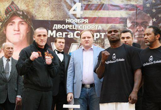 الملاكم الروسي ليبيدييف في مواجهة المشاكس الأمريكي توني