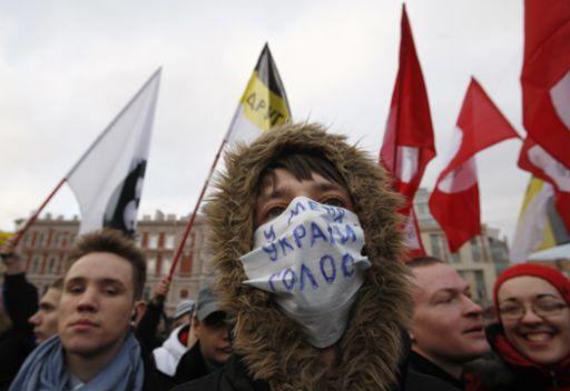 مدفيديف لايتفق مع شعارات الاحتجاجات الاخيرة.. رغم ذلك يأمر بالتحقيق في مراعاة القوانين الانتخابية