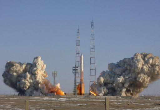 روسيا...اطلاق صاروخ يحمل على متنه قمرا  روسيا  واخر اسرائيليا
