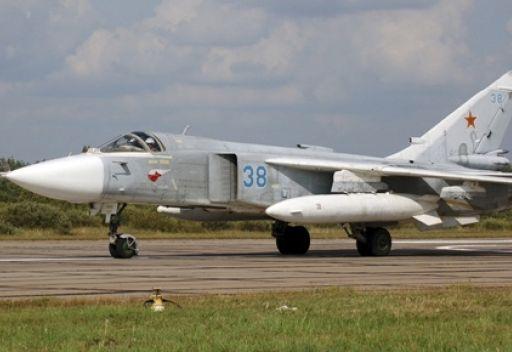 اشتعال النيران بطائرة عسكرية روسية عند هبوطها أثناء تحليق تدريبي