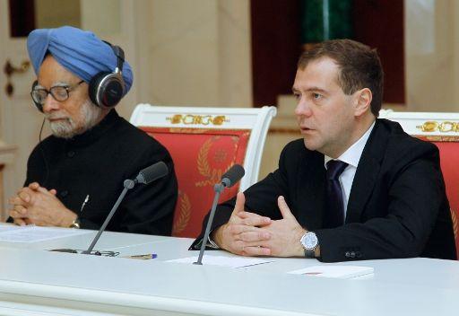 مدفيديف وسينغ يدعوان الى تسوية قضايا الشرق الأوسط وشمال افريقيا دون تدخل لخارجي