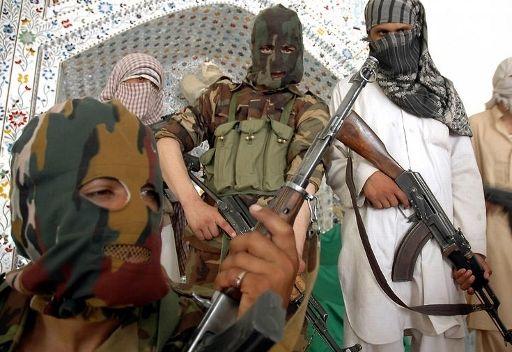 مسلحو طالبان باكستان يأسرون ما لا يقل عن 15 جنديا باكستانيا