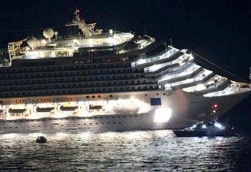 مقتل 8  اشخاص في جنوح سفينة ايطالية