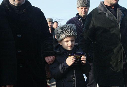 فيديو: جمهورية الشيشان تحتفي بوصول شعرة الرسول محمد (ص)