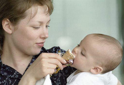 نقص الحنان في الطفولة قد يسفر عن البدانة في سن المراهقة