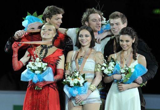 ثنائيان روسيان يحرزان الميداليتين الفضية والبرونزية في بطولة اوروبا للتزحلق الفني على الجليد