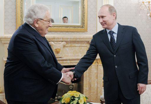 كيسنجر لبوتين: آمل بتحسن العلاقات الروسية الامريكية