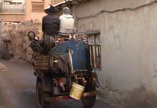 أزمة المحروقات في سورية تنعش السوق السوداء.. والكوميديا