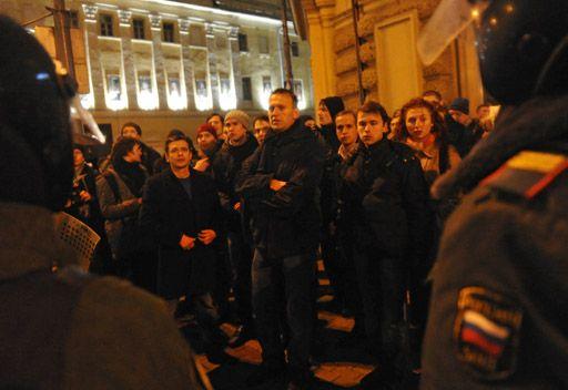 الافراج عن رجال المعارضة في روسيا وتقديمهم الى المحاكم