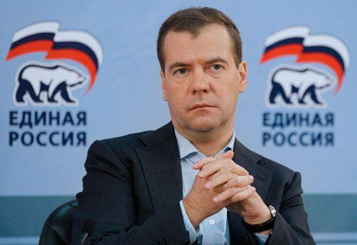 دميتري مدفيديف يتقبل اقتراح حزب