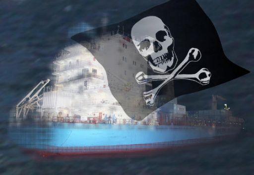 البحرية الايرانية تلقي القبض على 13 قرصانا في المياه الدولية