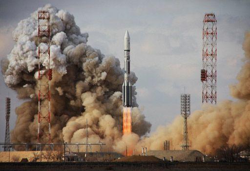 روسيا..اطلاق صاروخ ناقل يحمل قمرا عربيا للاتصالات