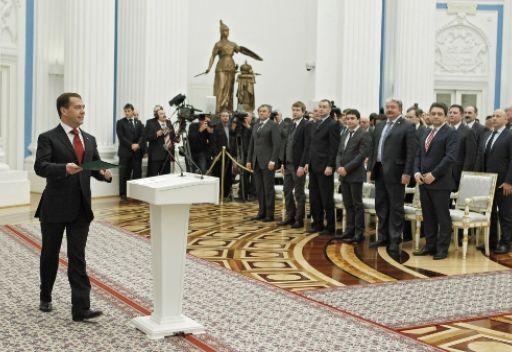 مدفيديف يوقع قانونا جديدا لتسجيل الأحزاب السياسية