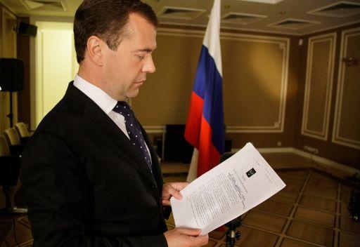 مدفيديف يجري تعديلات في قيادة القوات المسلحة الروسية