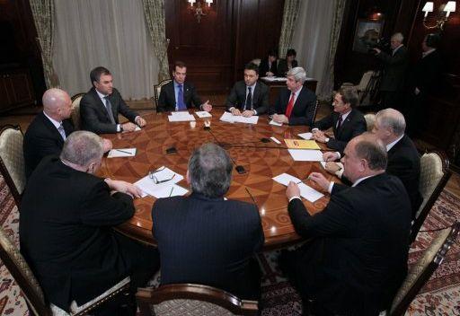 مدفيديف يوقع قانون انتخاب المحافظين في روسيا