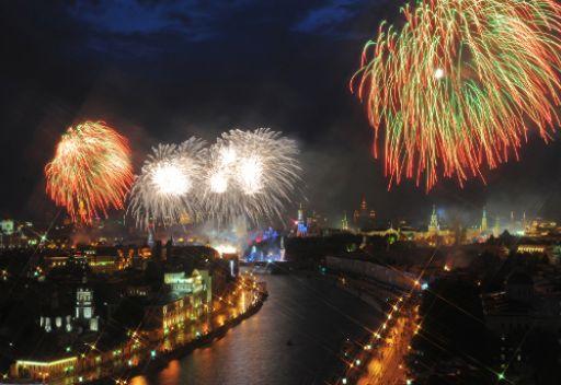 العاب نارية بمناسبة عيد النصر في موسكو