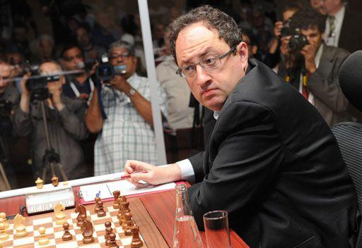 غيلفاند يكسر التعادل في بطولة العالم للشطرنج