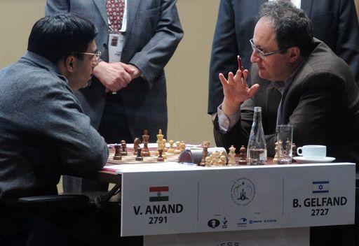أناند يتعادل مع غيلفاند من جديد في بطولة العالم للشطرنج