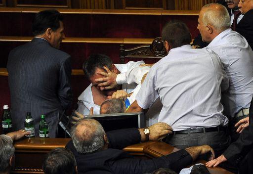 حلبة ملاكمة تحت قبة البرلمان الاوكراني