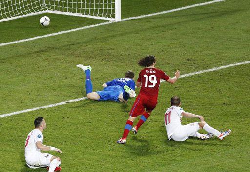 بولندا تخيب آمال جماهيرها والتشيك تبلغ ربع نهائي