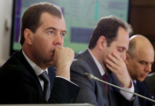 مدفيديف يدعو لتشجيع الاستثمار في قطاع الغاز