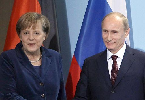 بوتين وميركل يبحثان في برلين أكثر القضايا إلحاحا بما فيها الأزمة السورية